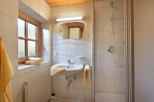 Selbstversorgerhaus Vorderes Zillertal - Appartement 2 - Badezimmer