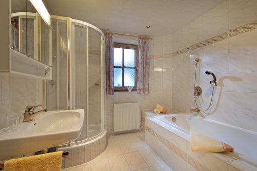 Selbstversorgerhaus Vorderes Zillertal - Appartement 3 - Badezimmer