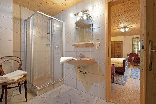 Selbstversorgerhaus Vorderes Zillertal 3 - Appartement 2 - Badezimmer