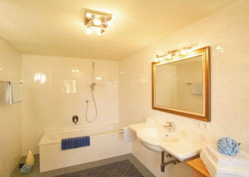 Selbstversorgerhaus Vorderes Zillertal 5 - Ganze Unterkunft - Badezimmer